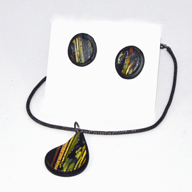 image of jewelry set -teardrop necklace - earrings