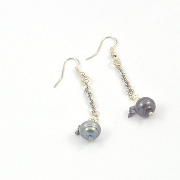 Pair of gray pearl earrings with amethyst crystal
