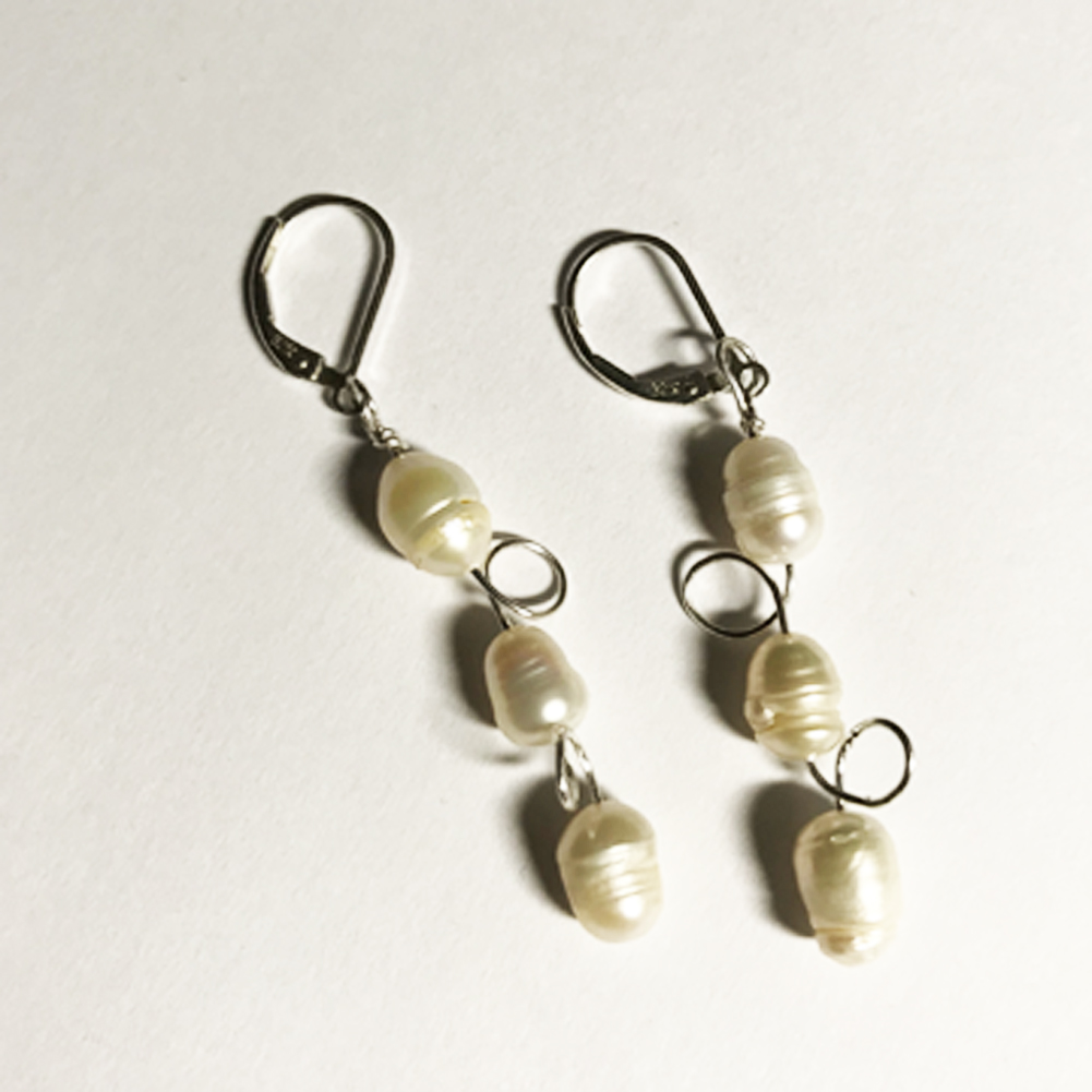 White Circle Pearl Earrings