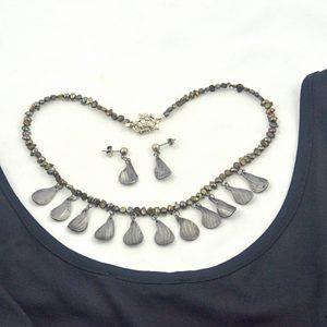 steel petal pearl choker necklace