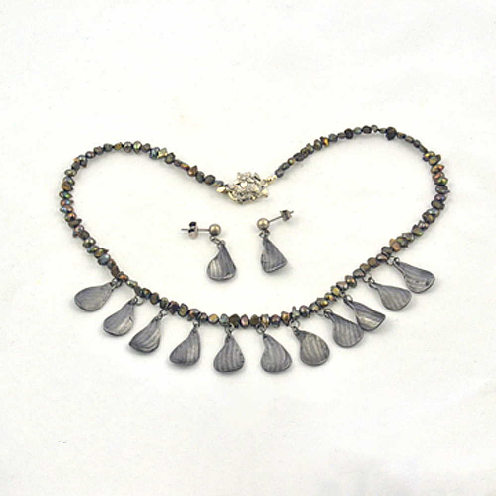 steel petal pearl choker necklace set