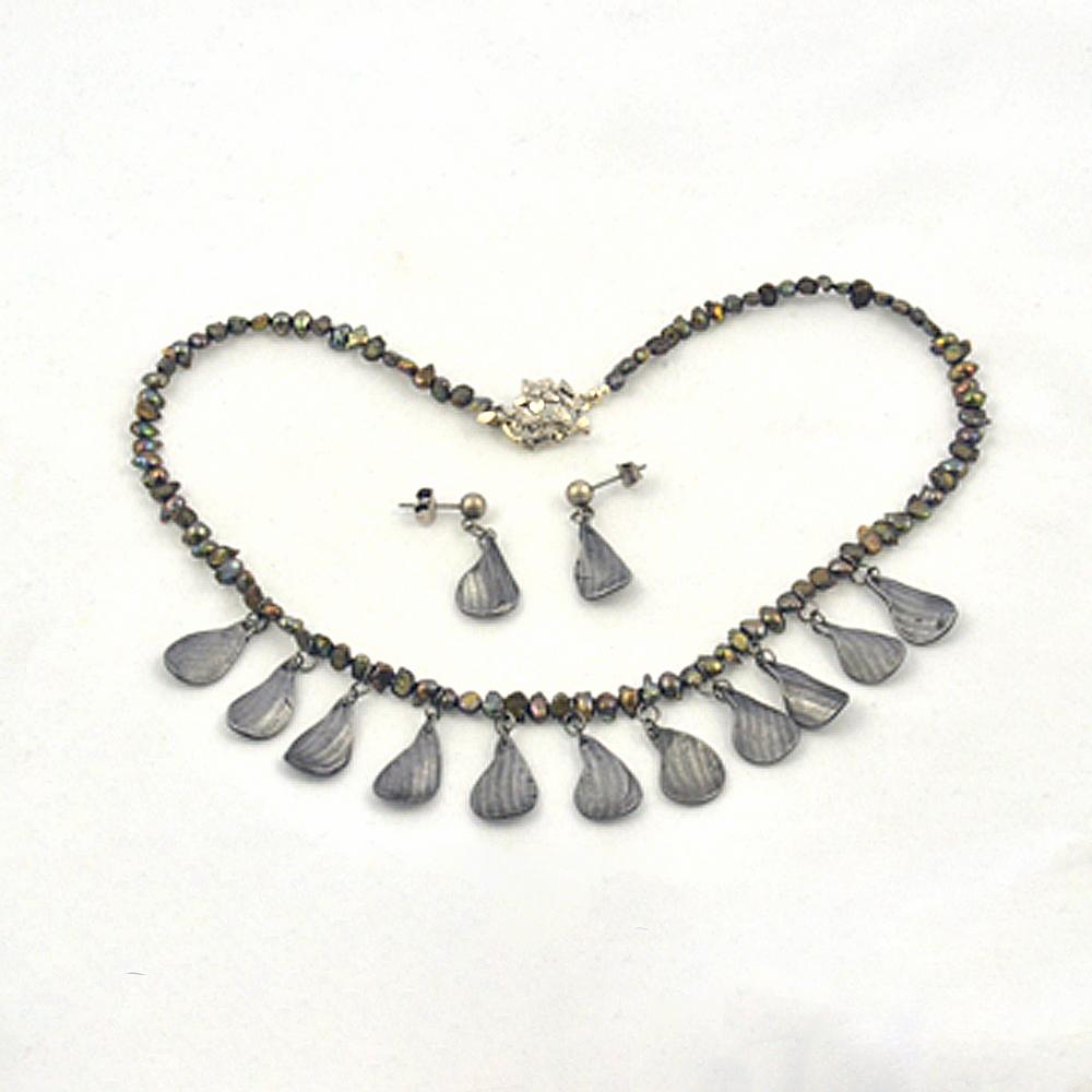 steel petal pearl choker necklace set